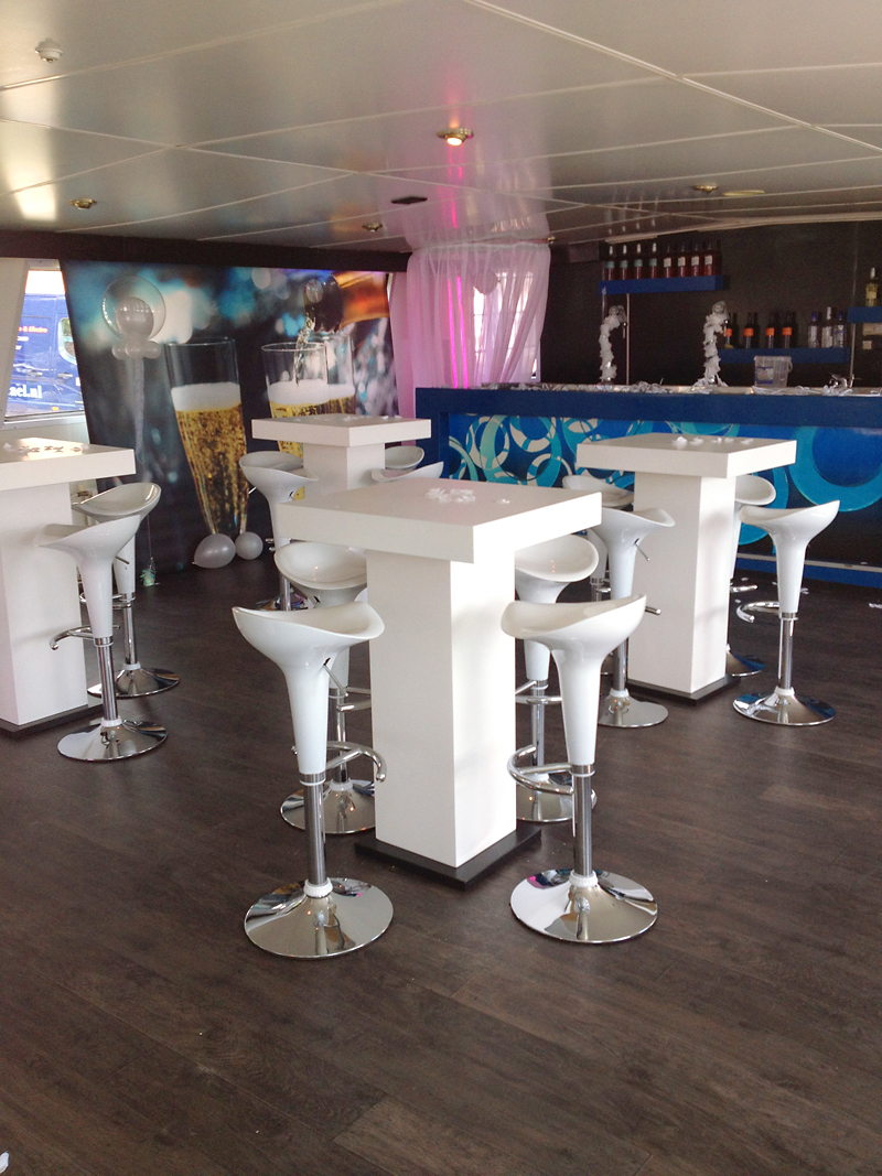 Tafels en stoelen verhuur decorverhuur for Verhuur tafels